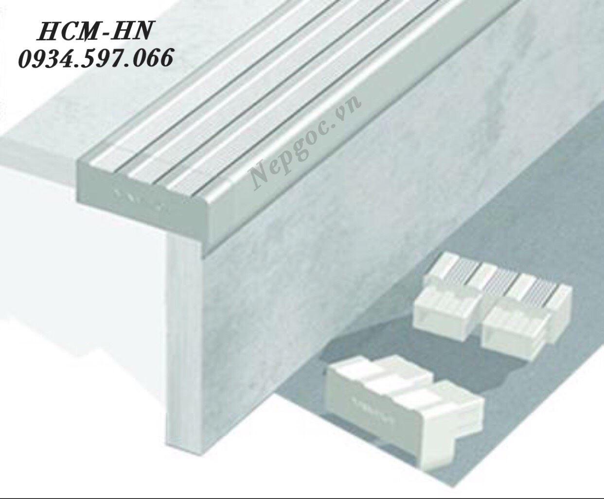 Nẹp chống trơn cầu thang TF12